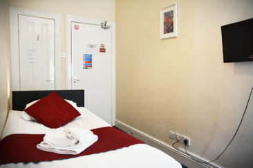 hotel near Knightsbridge tube single room